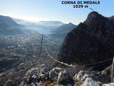 Via Normale Dente del Coltignone - La piccola croce di vetta e il panorama sulla città di Lecco