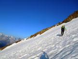 Via Normale Weissmies (cresta SE) - Risalendo i ripidi nevai per raggiungere l´attacco della cresta SE