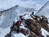 Via Normale Punta Dufour Cresta Ovest - Tratto di arrampicata con alle spalle la Nordend