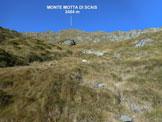 Via Normale Monte Motta di Scais - In salita, sui pendii erbosi mediani