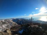 Via Normale Monte Rama Canale Nord - Croce di vetta; sullo sfondo Levante Ligure e gruppo Argentea.
