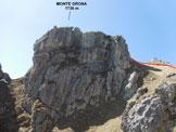 Via Normale Monte Grona - (via direttissima) - Il torrione sommitale e a destra la sella