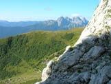 Via Normale Monte Volaia - Resti di casera Chianaletta dal canalone del Sasso Nero