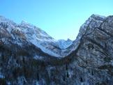 Via Normale Capel Grande - La Valle, con il Dente di Venale tra Capel Grande e Monte Venal