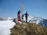 Via Normale Monte Alta Guardia - Sulla croce di vetta