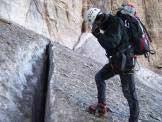 Via Normale Cima Tosa - Via Migotti - Crepaccio verso la fine del ghiacciao d'Ambiez