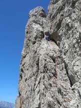 Via Normale Campanile Toro - Scendendo dalla rampa diagonale, in alto è la cima.