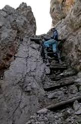 Via Normale Lastron Sassovecchio - Scale di guerra nei pressi dell'Alta Guardia