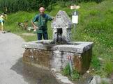 Via Normale Monte Cimoncino - Lungo la strada militare si incontra la Fontana Bedin 1632 m