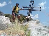 Via Normale Monte Procinto - Giuseppe sulla vetta del Monte Procinto 1177 m