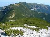 Via Normale Monte Focalone - Il lungo sentiero appena percorso dalla Maielletta visto salendo lungo la cresta Nord del Focalone