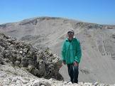 Via Normale Monte Rotondo - Giuseppe Albrizio sul Monte Rotondo, in fondo il Monte Amaro