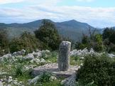 Via Normale Monte Romano - Cippo n° 20, in fondo Monte Tavanese e Monte delle Fate