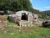 Via Normale Monte Romano - Cisterna per il recupero dell´acqua piovana, caratterizzano il Gruppo dei Monti Ausoni