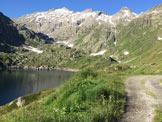 Via Normale Pizzo Lucendro - La stradina che costeggia il lago