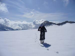 Monte Adamello - Attraversamento del Pian di neve sul ghiacciaio dell'Adamello