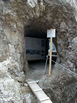 Cima di Costabella - La mostra fotografica nella caverna del Sasso di Costabella