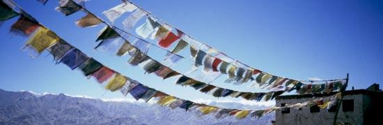 Bandierine di preghiera sul colle sopra Leh