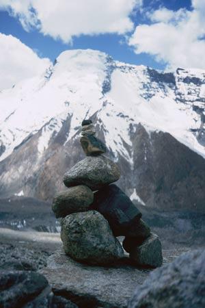 Gongmaru La - L'ometto di sassi lasciato al cospetto del Kang Yatze