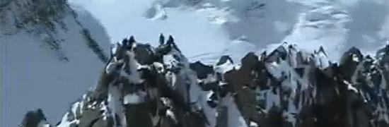 In cima alla Punta Dufour (ripresa da elicottero)