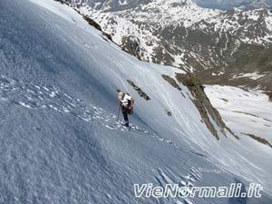 Monte San Matteo - Oliviero sale il pendio della seraccata