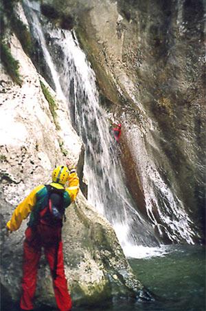 Una dura lezione fra cascate e stelle - Discesa in cascata