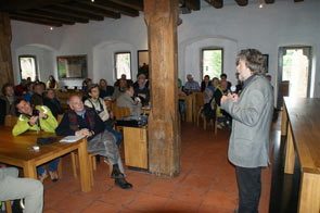 Reinhold Messner parla alla platea