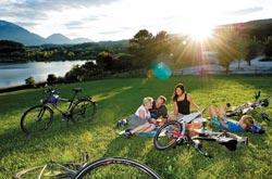 Mountain bike fra i prati della Carinzia