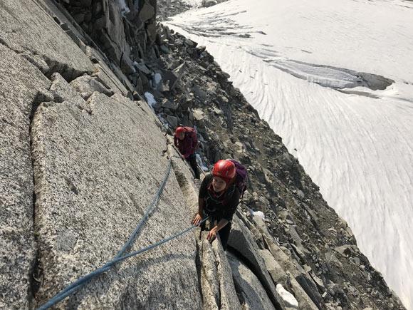Passaggio sullla paretina di accesso alla Cresta Cerana