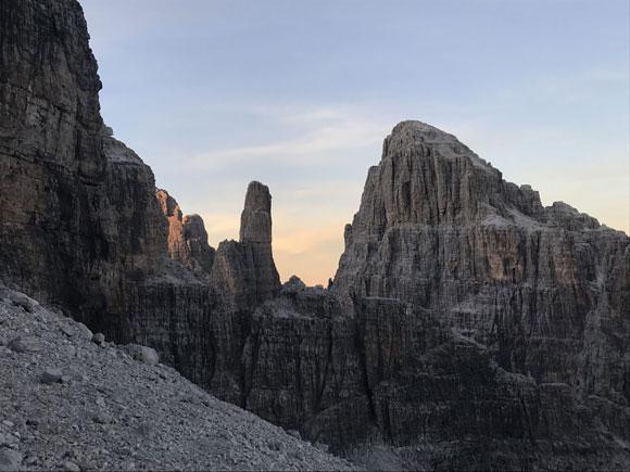 Vista sul Campanile Basso e la Cima Brenta Alta