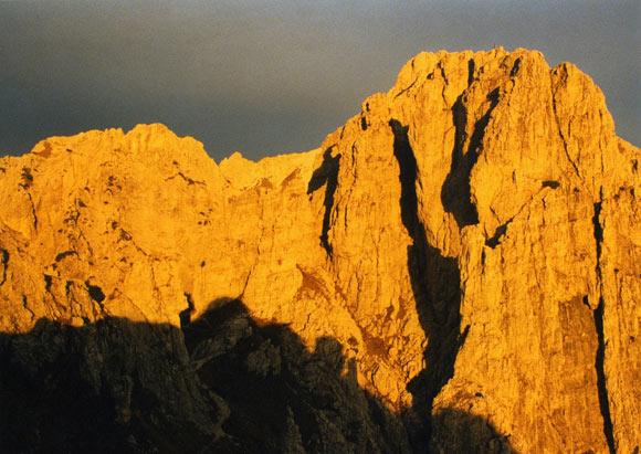 Torrioni e monoliti dolomitici nelle luci del tramonto