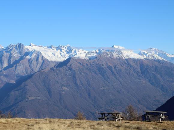 Quasi in vetta al Legnoncino uno sguardo sulla Valtellina