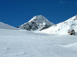Ciaspolata panoramica sul Mont Ros nel parco del Monte Avic