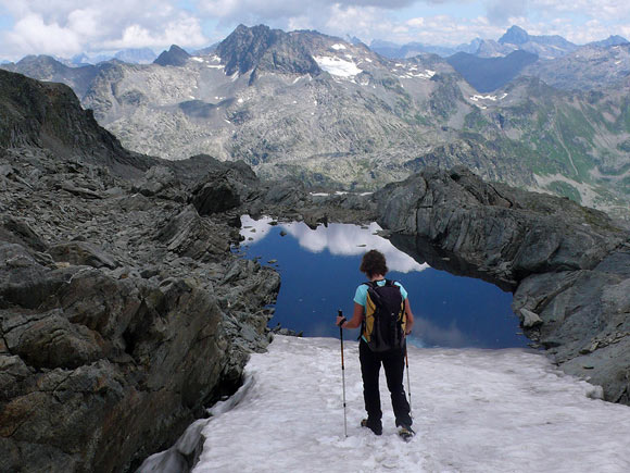 Passi tra neve e piccoli laghi