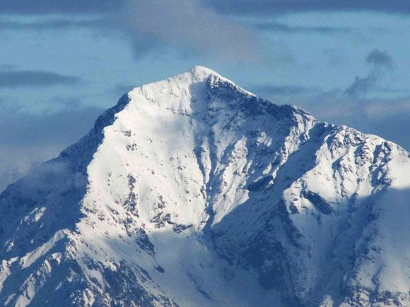 Il Monte Legnone in veste invernale